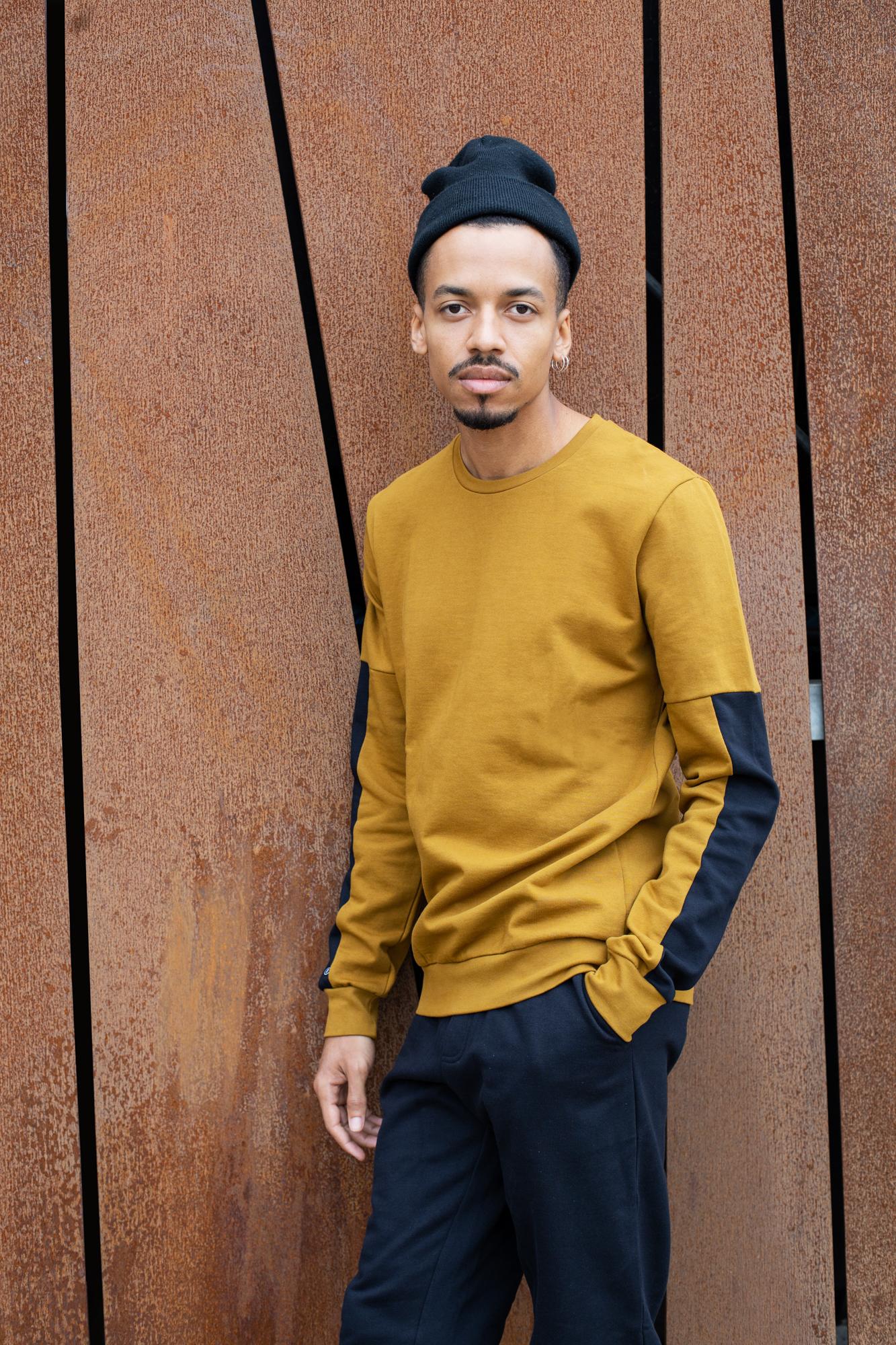 TT1029 Sweater Brass  TT1029 Sweater Man Black GOTS & Fair