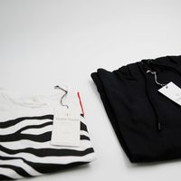 Bild 2 - 2er Pack Zebra18 T-Shirt white GOTS & Fairtrade // TT1024 Hoodie Unisex Black GOTS & Fairtrade