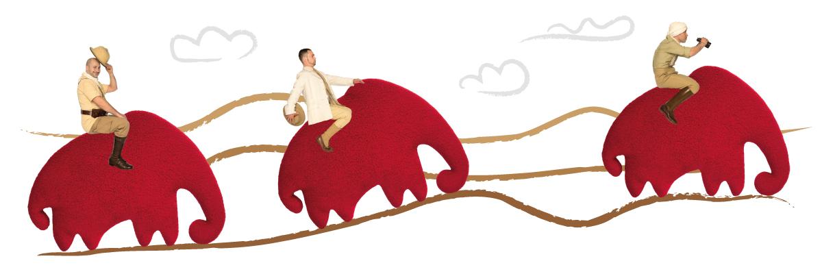 Drei Männer reiten jeweils auf dem übergroßen Wärmekissen-Tier Leschifant