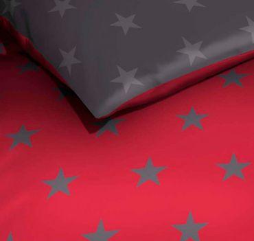 Kaeppel Mako Satin Bettwäsche Essential Stars Größe 200x200+2x80x80 cm Farbe Rubin – Bild 2