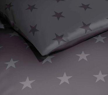 Kaeppel Mako Satin Bettwäsche Essential Stars Größe 200x200+2x80x80 cm Farbe Zinn – Bild 2
