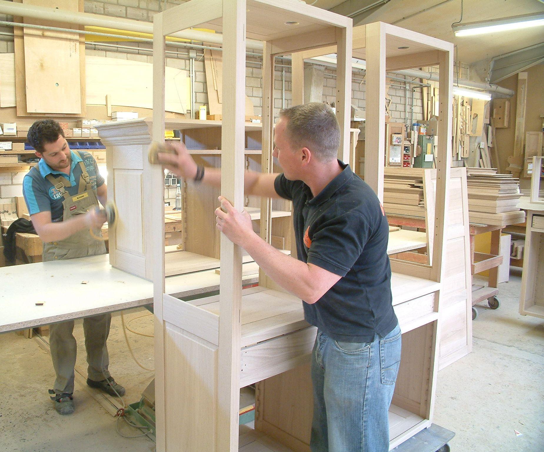 Bankarbeitsplatz zur Herstellung unsere Eichenmöbel und Massivholzmöbel