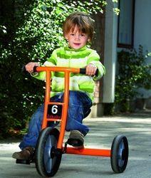 Dreirad aktiv  S  (Alter: 2-4 Jahre / Lenkerhöhe 51 cm / Sitzhöhe 24 cm) von Jakobs-Aktiv