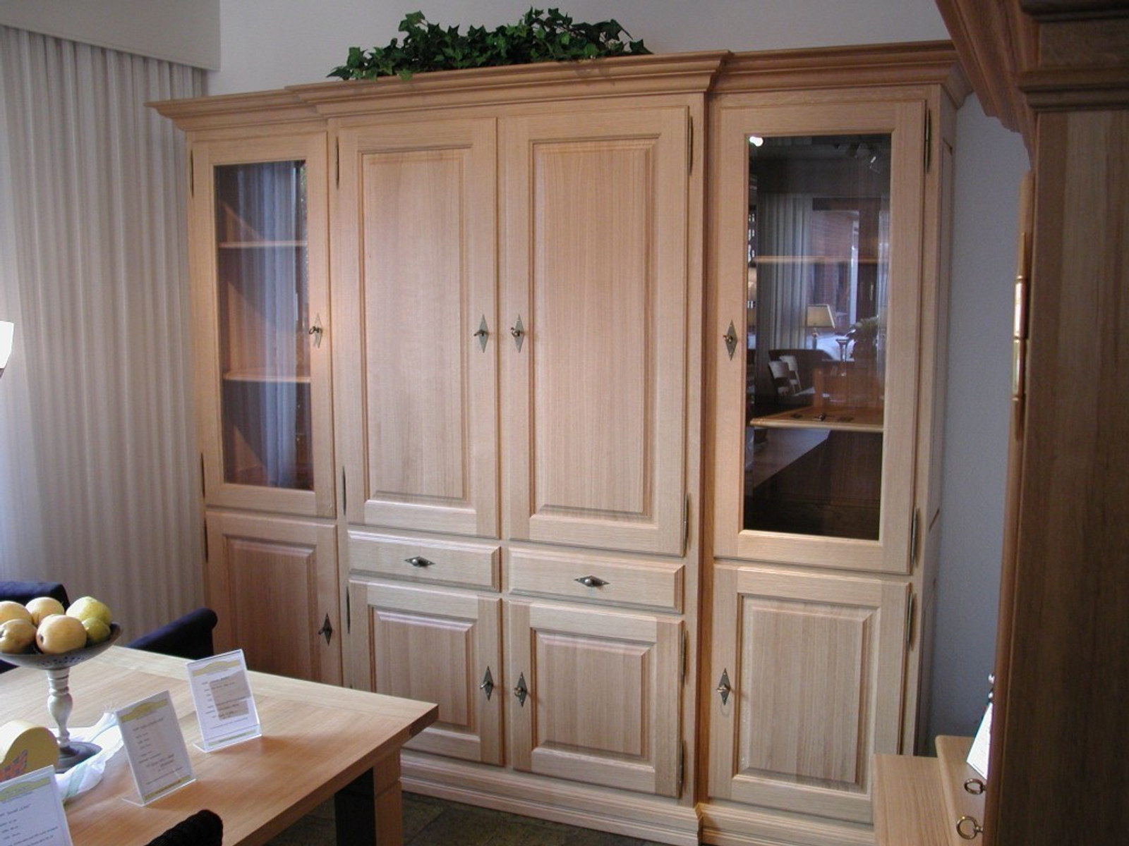 Schrank Wohnzimmer Norden 4 Turig Glasturen Aussen Im Landhaus Stil