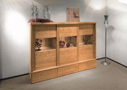 Wohnzimmer-Schrank bzw. Esszimmer-Vitrine Kantatus, 3 Schiebetüren mit Holz/Glas-Kombination, Eiche voll massiv