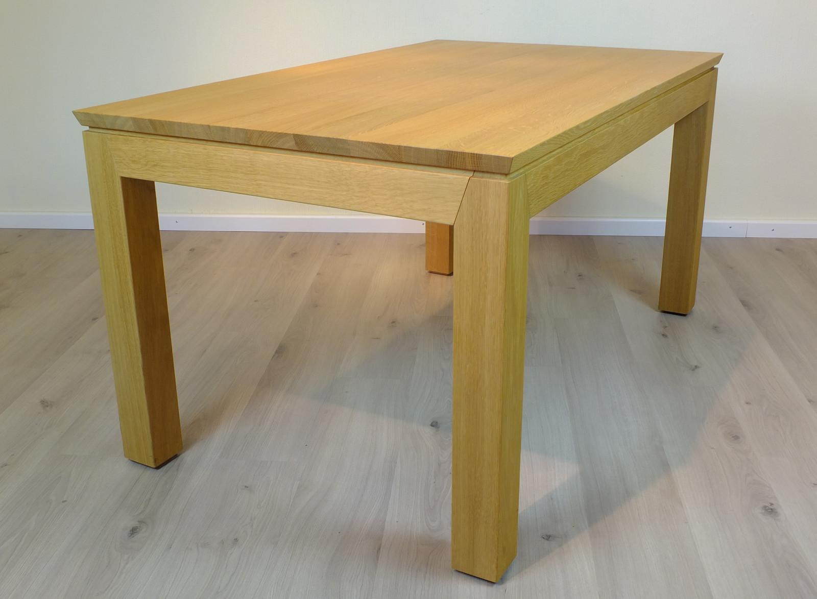 Esstisch / Tisch Adraton mit Querauszug (seitlichem Auszug), in Eiche, Asteiche, Buche, Kirschbaum, Kernbuche oder Nußbaum