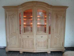 Wohnzimmer-Schrank Florenz 298, schlichte Ausführung ohne Sprossen, Eiche massiv, mit Schnitzarbeiten