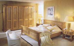 Schlafzimmerprogramm Perigo  im Landhausstil, vollmassiv in Eiche, Kirsche oder Buche lieferbar - Kleiderschrank, Bett, Nachtschränke