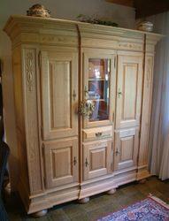Wohnschrank Niburg 3-türig, Breite 180 cm, Eiche massiv gelaugt / Eichenmöbel und moderne Massivholzmöbel