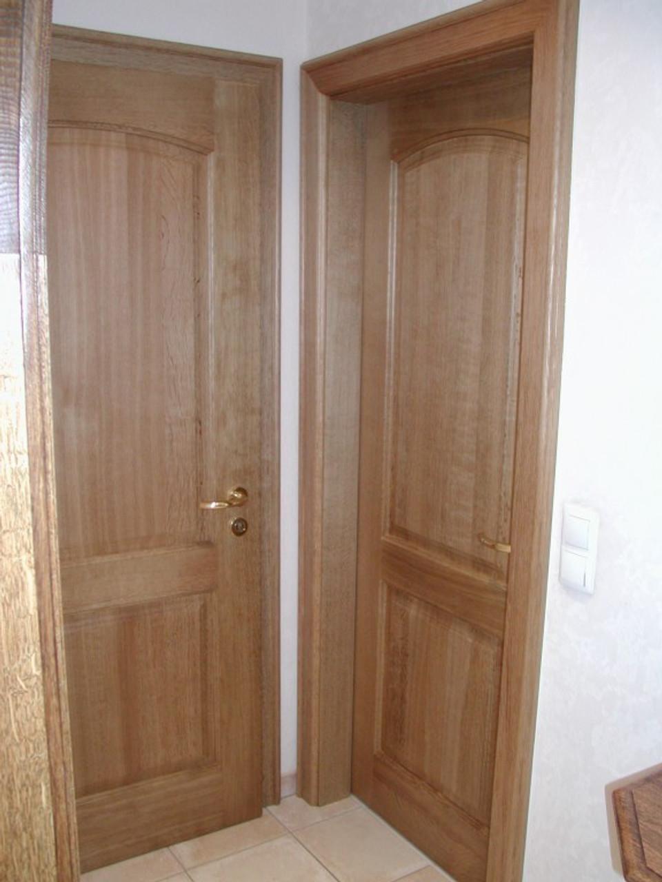 Zimmertür mit 2 Füllungen, obere Türfüllung mit flachem Stichogen, inklusive Zarge, Eiche massiv