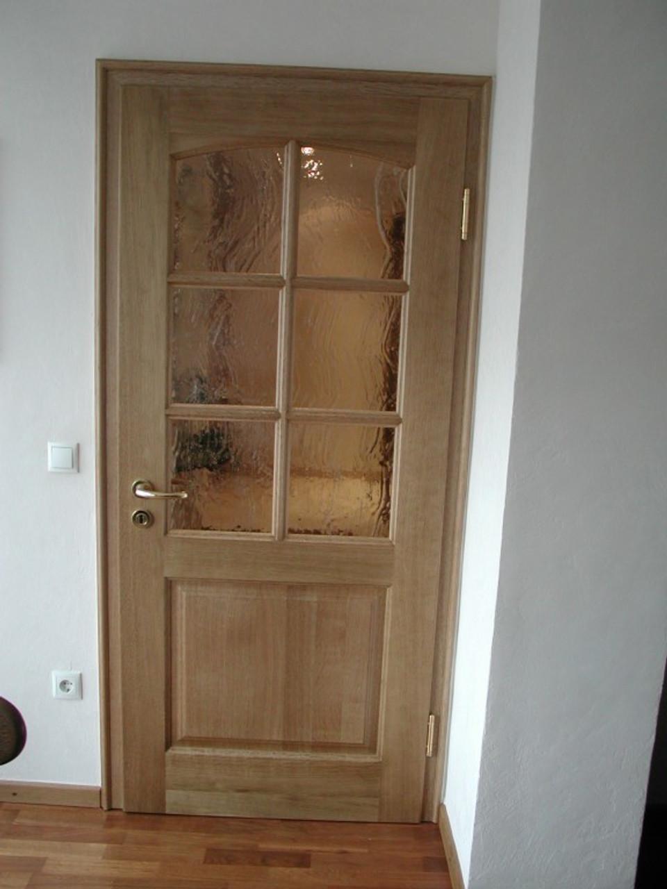 Zimmertür mit 2 Füllungen, obere Türfüllung mit flachem Stichogen, Glaseinsatz mit Sprossen, Eiche massiv