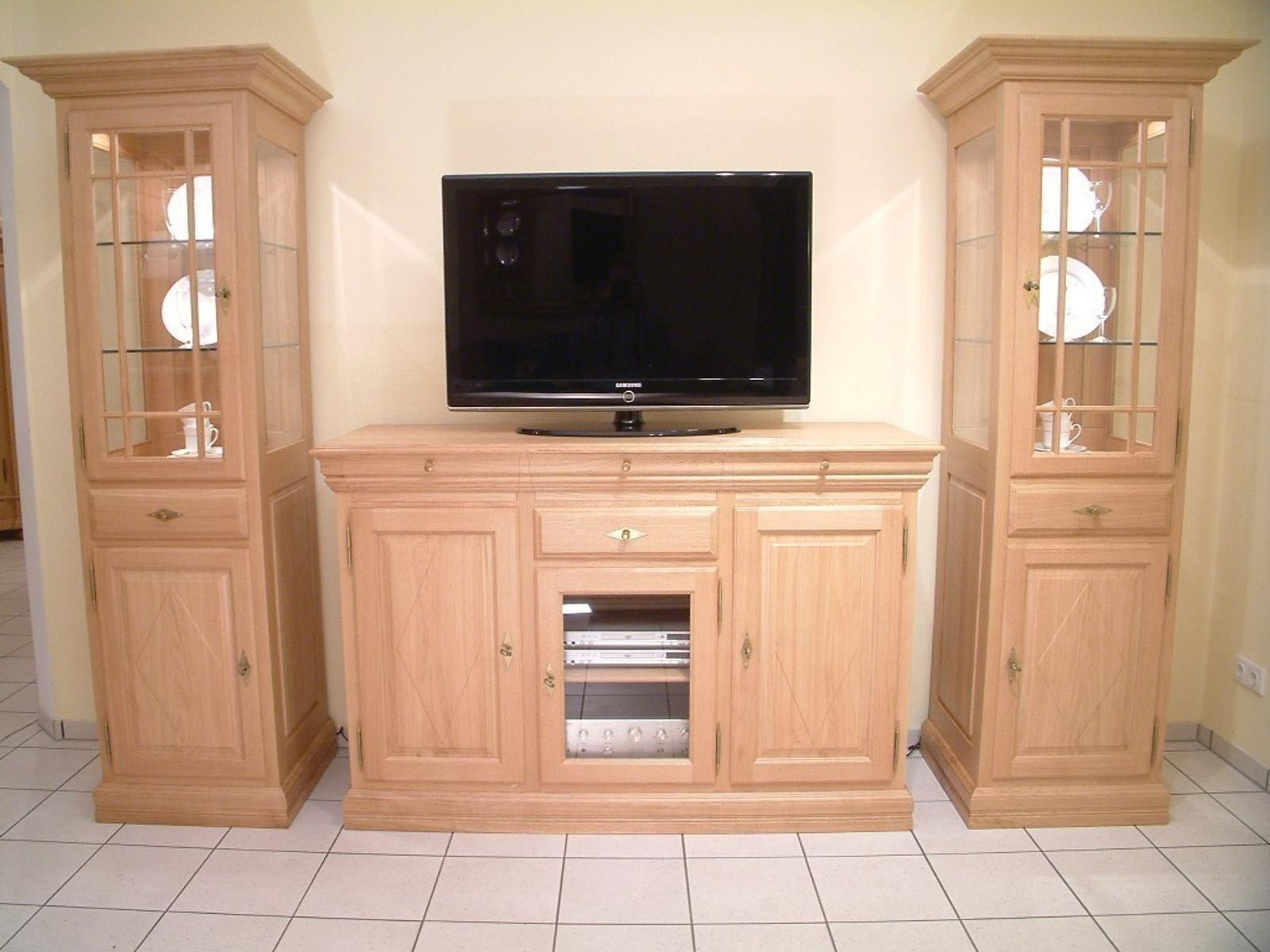 s ule vitrine landhaus mit tv hochanrichte f r flachbild. Black Bedroom Furniture Sets. Home Design Ideas