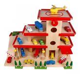Großes Parkhaus aus Holz, ein schönes Holzparkhaus für Kinder