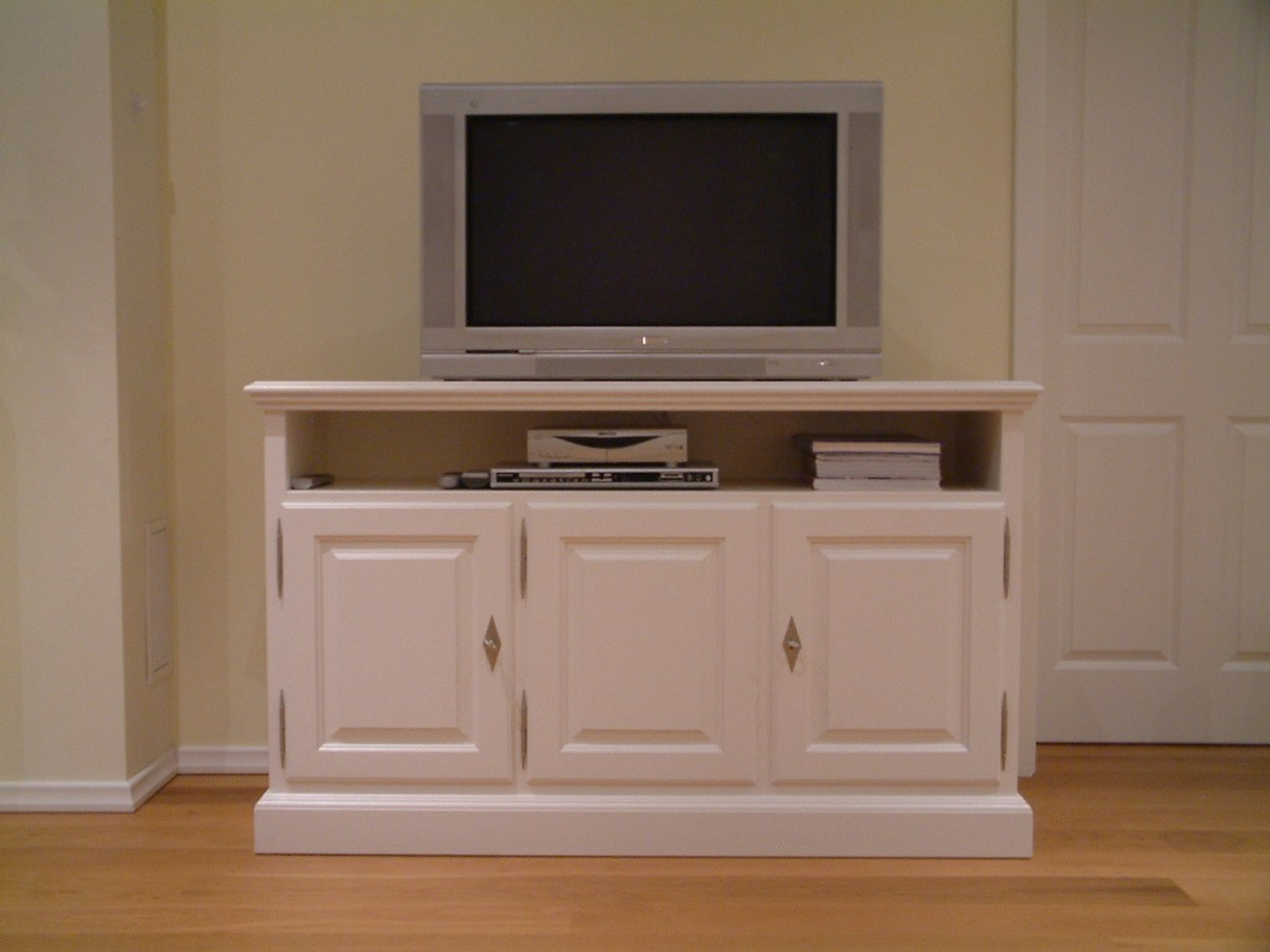 norden tv anrichte fernseh anrichte lowboard in eiche farbton eiche wei modell tv. Black Bedroom Furniture Sets. Home Design Ideas