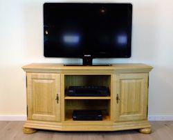TV-Anrichte / Fernsehanrichte / Lowboard /  Erfurt 132 cm  Eiche vollmassiv, klassisches TV-Möbel für einen Flachbildfernseher und die passenden Geräte - Eiche gelaugt