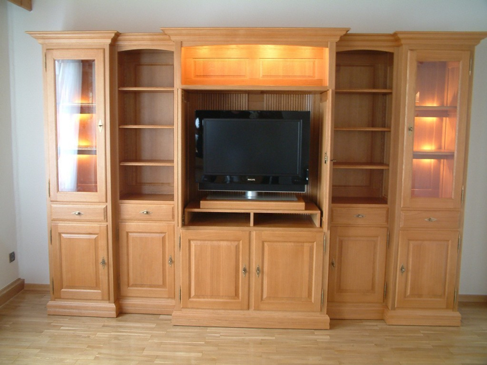 wohnzimmerschrank ohne fernsehfach wohn design. Black Bedroom Furniture Sets. Home Design Ideas