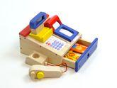 Spielkasse aus Holz mit integriertem Taschenrechner mit Sound, Bonrolle, Scanner, Geldstücke + Kreditkarte / Farbe: blau/rot / für Kinder ab 3 Jahren geeignet