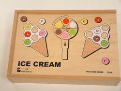 Ice Cream Game / 4x Holz-Spielbretter in Eiswaffelform + Drehscheibe + 36 farbigen Holzscheiben / verpackt in Holzbox mit Schiebedeckel /Gewicht: 1,6 kg / Maße ca.: 35 x 24 x 7 cm / für Kinder ab 3 Jahren