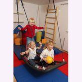 Große Mehrkindschaukel Education L / Farbe: silber/blau / montierbar an jedes Schaukelgerät oder im Haus an Betondecken oder Holzbalken / Maße: 136 x 66 x 15 cm / Gewicht: 8 kg