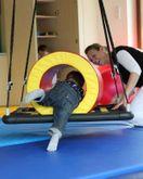 Therapieschaukel - PlattformPlus L (large) quadratisch / Farbe: schwarz / Bietet Platz für Therapeut und Patient / Maße: 100 x 100 x 6,5 cm / Gewicht: 8 kg