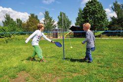 Eduplay Tennistrainer / 2-teiliger Stahlmast (Länge: 135cm) + Ball mit Seil (Länge: 147cm) + 2 Kunststoffschläger / für 1 - 2 Spieler geeignet