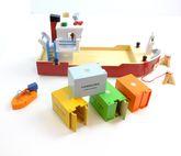 Großes Containerschiff inkl. 4 Containern, 2 Pollern, 2 Tauen + Beiboot / Material: Holz / Maße: 63 x 20 x 27 cm / für Kinder ab 3 Jahren geeignet