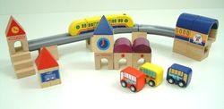 City Blocks II 168tlg. / farbige Holzbausteine + Fahrzeuge zum Nachbauen einer Stadt / Maß Grundplatte: 60 x 60 cm / Gewicht: 11,5 kg / für Kinder ab 3 Jahren geeignet