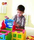 We-Block Minis 56-tlg. / Material: thermoplastischer Kunststoff / 5 verschiedene Blockteile: Dreiecke, Quadrate, Fenster usw. / ab 3 Jahre