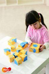 16 Bausteine mit Bögen / Material: Kunststoff / Maße Baustein: 5x5x5 cm / inkl. 6 Beispielkarten + Handbuch / 3+