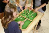 WeyKick Barik 260 / Tischspiel/Minispielausgabe für 2-4 SpielerInnen / Material: Holz / Spielfläche: 71 x 46 cm / inkl. 8 Fässern + 8 Stäben