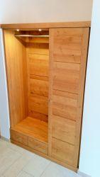 moderne Einbau-Garderobe in Eiche, Buche oder Kirschbaum, Modell Moderna