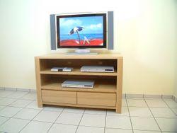 Schermbeck TV-Anrichte, Lowboard in Eiche massiv, Breite 120 cm, mit 2 offenen Fächern für Geräte, mit 2 Schubladen für CD´s, Modell: TV-Anrichte  Schermbeck 120  mit 2 Nischen
