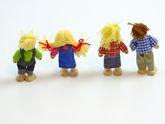 Biegepuppen Bauernfamilie 4-tlg. / bestehend aus Vater, Mutter, Tochter + Sohn / Material: Holz+Stoff+Wolle / Höhe: ca. 10,5 cm / für Kinder ab 3 Jahren
