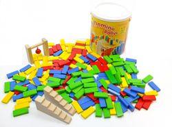 Domino Rallye / 200 Bausteine zum bauen von Domino Rennstrecken / Made in Germany / Material: Holz / Farbe: holzfarbend, blau, rot, gelb + grün / Maße: 5 x 2,2 x 0,8 cm / ab 3 Jahre
