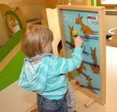 WeyKick Kangu 290 / Für die Wandmontage oder als Standmodell / Material: Holz / Spielfläche: 71 x 42 cm / Lieferung inkl. 3 farbige Holzscheiben
