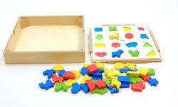 Zuordnungsspiel / Zuordnung von Farben und Formen / Holzbox mit Hintergrundbrett, Vorlagenkarte + 48 Holzelemente in unterschiedlichen Formen und Farben / für Kinder ab 3 Jahren