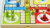 Ludo / Material: Holz / klassisches Spiel mit lustigen Tier- Motiven in praktischer Box / Gewicht: 480 g / Maße: 26 x 26 x 2 cm / für Kinder ab 3 Jahren geeignet