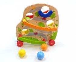Fahrbare Kugelbahn 2-seitig / je 2 Rollbahnen an jeder Seite / mit 4 gummierten Rädern/  mit 3 großen Holzkugeln / Material: Holz / Maße: 30 x 9,5 x 31 cm / für Kinder ab 18 Monaten