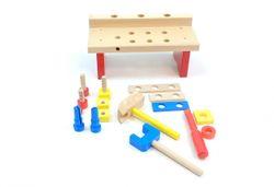 Worky  Kleine Tischwerkbank / Werkbank 15-teilig / Made in Germany / Material: Holz / Farbe: holzfarbend, blau, orange, rot + gelb / Maße: 29 x 13 x 13,5 cm / für Kinder ab 1 Jahr geeignet