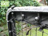 EXIT Kickback Multi-Station / Rückprallwand mit Rampe / Maße: 124 x 90 cm / Farbe: schwarz / Gewicht: 23,5 kg / für verschiedene Spielvarianten geeignet