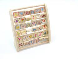 ABC Lernspiel in Englisch / 36 drehbare Würfel mit Buchstaben und Zahlen, Rückseite mit Abbildungen / Gewicht: 860 g / für Kinder ab 3 Jahren