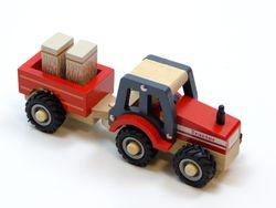 Traktor mit Anhänger und 2 Heuballen / Material: Holz / Räder mit gummierten Bereifung / für Kinder ab 12 Monaten