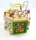 7 in 1 Großes Spielcenter zum Thema  Garten  / Multi-Aktivitätswürfel/Motorikwürfel mit vielen Spielmöglichkeiten / Material: Holz / Maße: ca. 40 x 40 x 40 cm / für Kinder ab 18 Monaten
