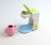 Kaffeemaschine mit Kaffeepad, Kaffeekanne und drehbarem Schalter / Material: Holz / für Kinder ab 3 Jahren geeignet