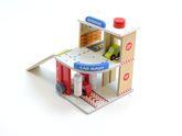 Kleine Waschanlage mit Garage über 2 Etagen mit Aufzug und 2 kleinen Autos / Material: Holz / für Kinder ab 3 Jahren geeignet