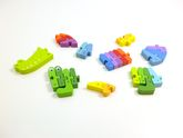 ABC Puzzlekrokodil / 26-teilig - für jeden Buchstaben ein farbiges Puzzelteil / Material: Holz / Gewicht: 1000 g / für Kinder ab 3 Jahren
