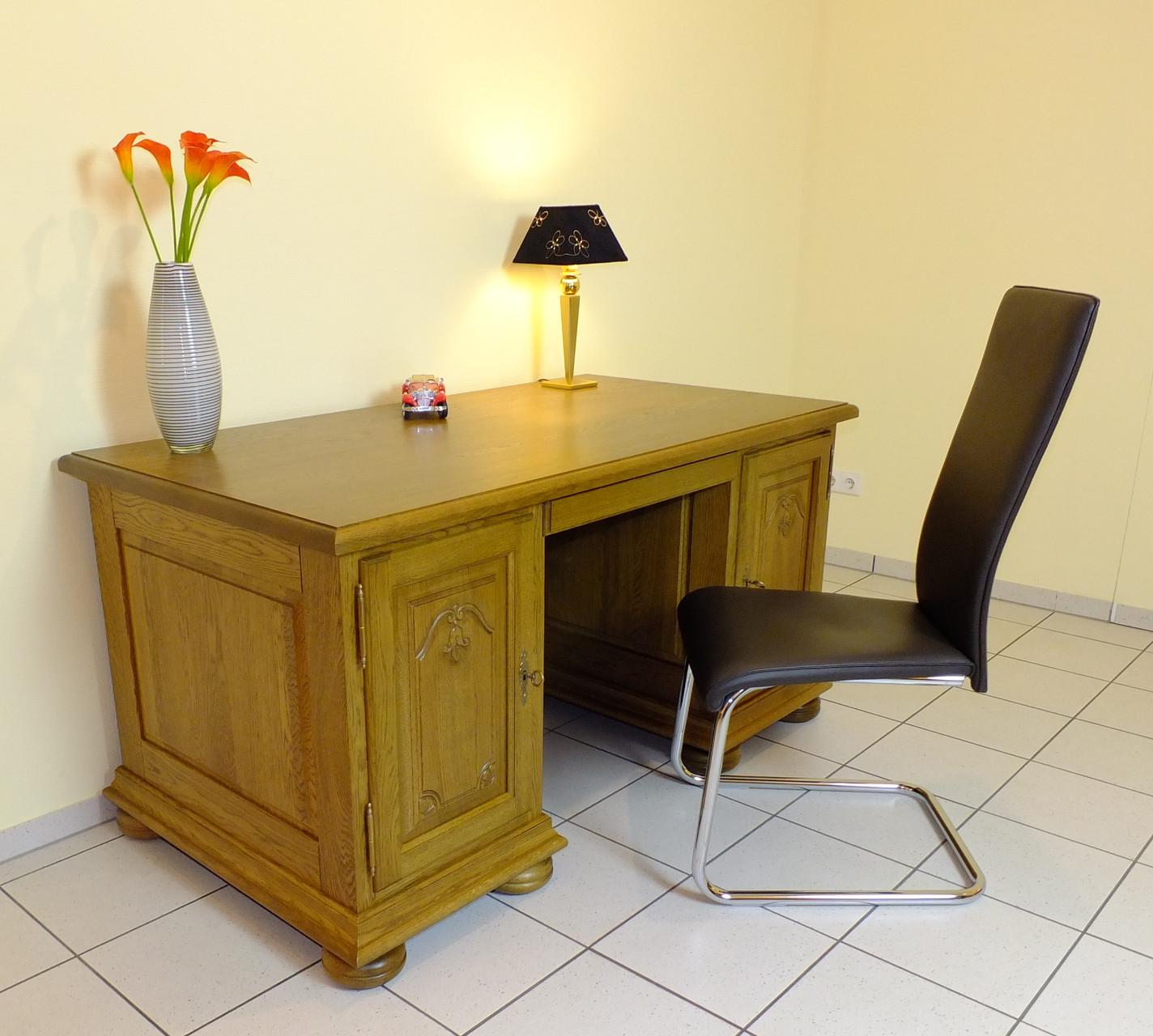 Schreibtisch / Eiche rustikal, gelaugt oder natur / Eiche massiv, mit Schnitzerei in den Türen, Modell: Schreibtisch Hombach
