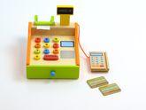 B-Ware / Umverpackung kaputt / Ladenkasse aus Holz mit Tasten, 2 Kreditkarten, Kartenlesegerät, Bonrolle, Geldlade und Display / Größe: 26 x 16,5 x 16 cm / für Kinder ab 3 Jahren