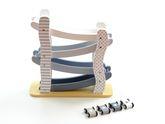 Auto Rennbahn mit 4 Rollbahnen / inkl. 4 kleinen Rennautos mit 4 drehbaren Rädern / Material: Holz / Maße: 29 x 10 x 29 cm / für Kinder ab 18 Monaten