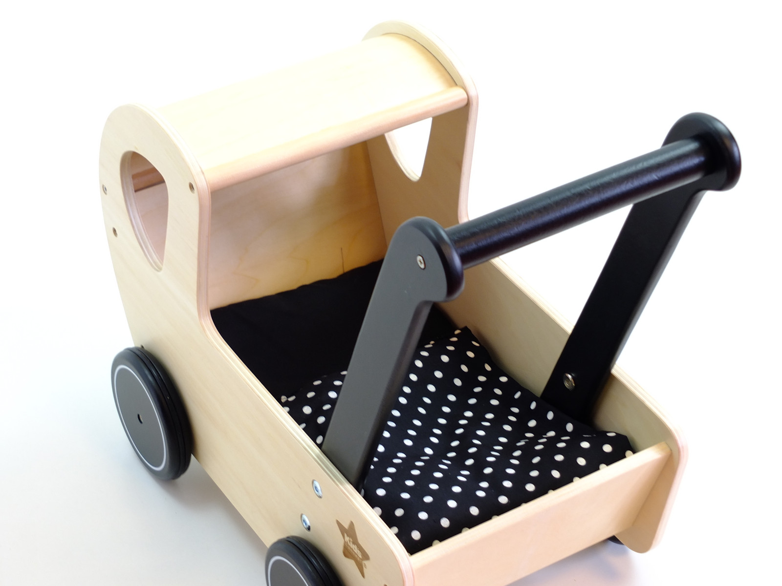 toller kleiner puppenwagen mit schwarzem griff und schwarzen reifen lauflernwagen aus holz. Black Bedroom Furniture Sets. Home Design Ideas